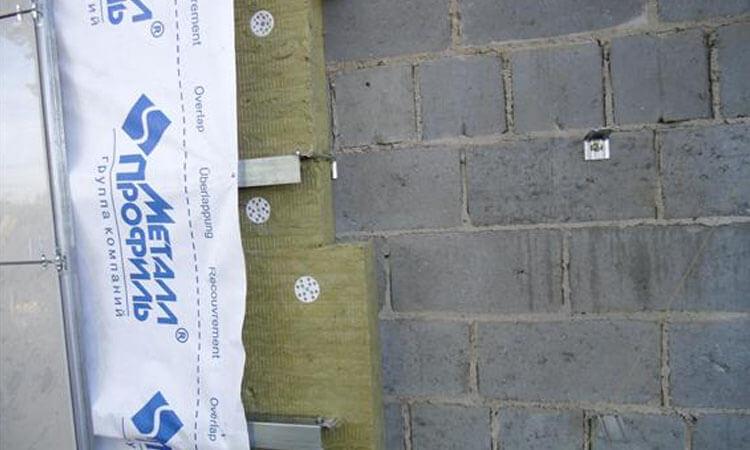 Утепление стен из блоков минеральной ватой