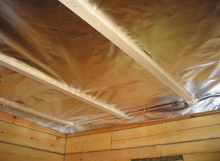 Пароизоляция потолка бани фольгой