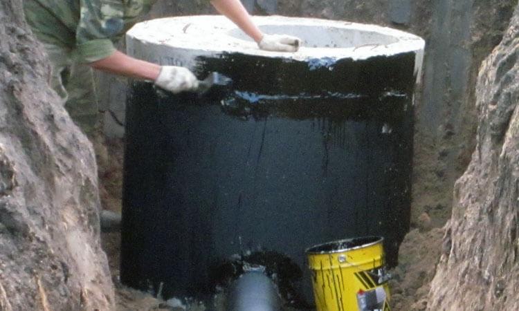 Внешняя гидроизоляция колодца битумной мастикой